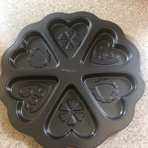 Other - 6 heart shaped cooking pan